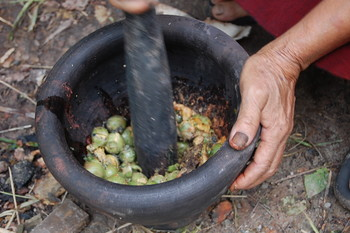Image: Pan Parahom preparing betelnut dye,  2008. The Womanifesto Archive, AAA Collection. Courtesy of <i>Womanifesto</i>.