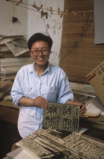 Image: Photograph of Chen Haiyan and her work in Hangzhou, circa 1992.