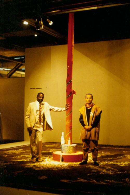 Yang Jiechang and Wesner Philidor in Magiciens de la Terre