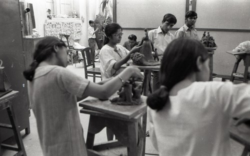 Image: Students at the Department of Sculpture, Faculty of Fine Arts, The Maharaja Sayajirao University of Baroda, 1970, photograph. Jyoti Bhatt Archive, AAA Collections. Courtesy of Jyoti Bhatt.