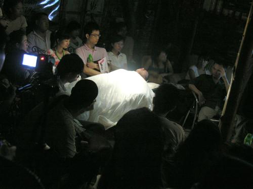 圖片︰《狂人故事,私元年昇級版》,2007年,廣州。版權屬上海草台班所有。