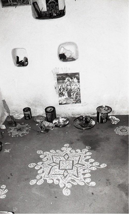 Image: Jyoti Bhatt, Govardhan Puja, Mandsaur, Madhya Pradesh, photograph, 1994. Jyoti Bhatt Archive, AAA Collections.