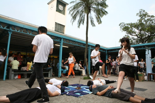 Image: We Are Society organised performances on several consecutive Sundays in 2006–07 to show their support of the Queen's Pier and Central Star Ferry Pier conservation. Courtesy of Lee Chun Fung.