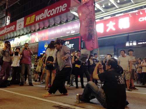 Image: Artists staging an impromptu jamming during the Umbrella Movement, which unexpectedly relieved tensions among the occupiers, the police, and counter-protesters. Protesters were consequently able to reoccupy Nathan Road. Courtesy of Nanxi.