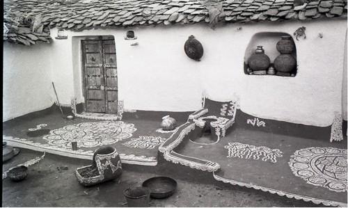 Image: Jyoti Bhatt, Mandana (Wall & Floor Paintings), Kushtala, Rajasthan, photograph, 1980. Jyoti Bhatt Archive, AAA Collections.
