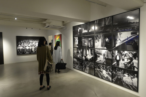 Image: Xyza Cruz Bacani, <i>Hong Kong in Mono</i>, 2012–14, photographs/digital prints on paper. Image courtesy of Para Site.