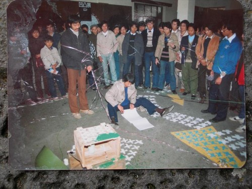 Image: <i>Concave-Convex Exhibition</i>, 1986. Local artist Yang Hui (right), with a group of artists including Song Haoidong (left) and Shen Fan (middle), intervened during exhibition opening, tying up audience members on site.