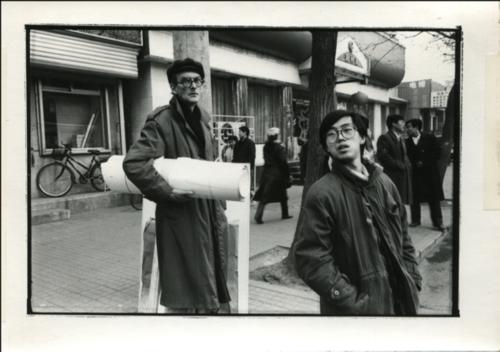 Hans Van Dijk with artist Hong Hao, Beijing, 1994, photographed by Zhang Hai'er