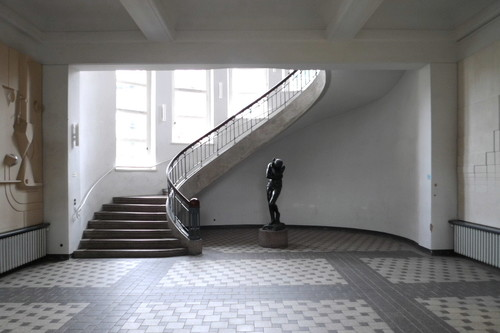 Image: Foyer of the Bauhaus-University Weimar, with Jugendstil staircase. Photo: Hans Weingartz.