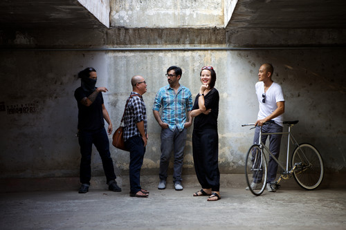 圖片:Saigon-based members of the Sàn Art Board: Phunam, Dinh Q Le, Tuan Andrew Nguyen, Matt Lucero, and Zoe Butt. Ho Chi Minh City, 2013.