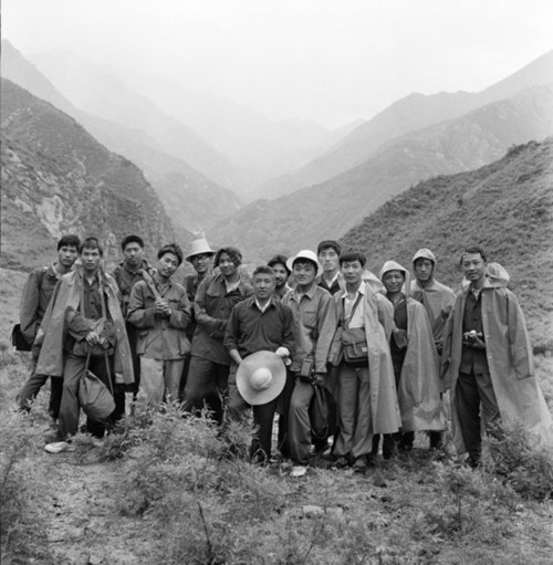 Fig. 1. Di Yuancang (center) and the members of the Friday Salon at Haituo Mountain, 1979.