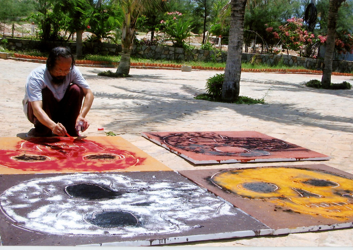 Workshop of International Artists — Vasan Sitthiket at Work