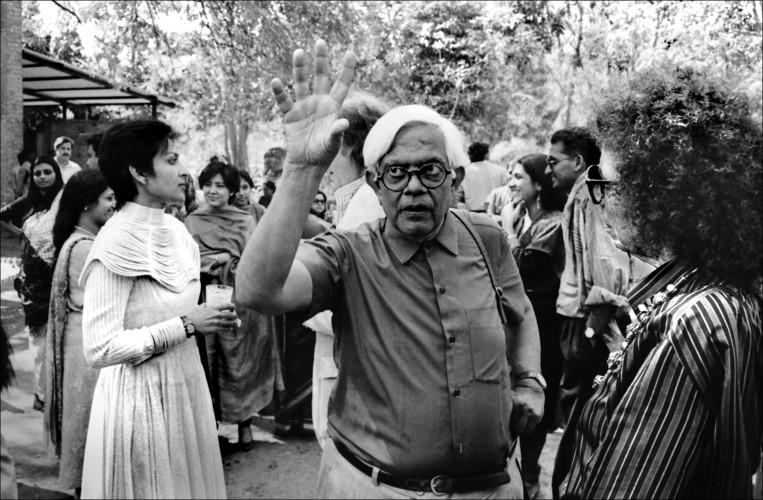 Photograph of Mallika Sarabhai, Bhupen Khakkar, Rekha Rodwittiya, and Vijay Bagodi